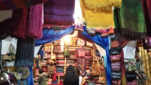 【モロッコ】フェズ ツアー推薦の土産物屋 布製品店(HISツアー8日間)